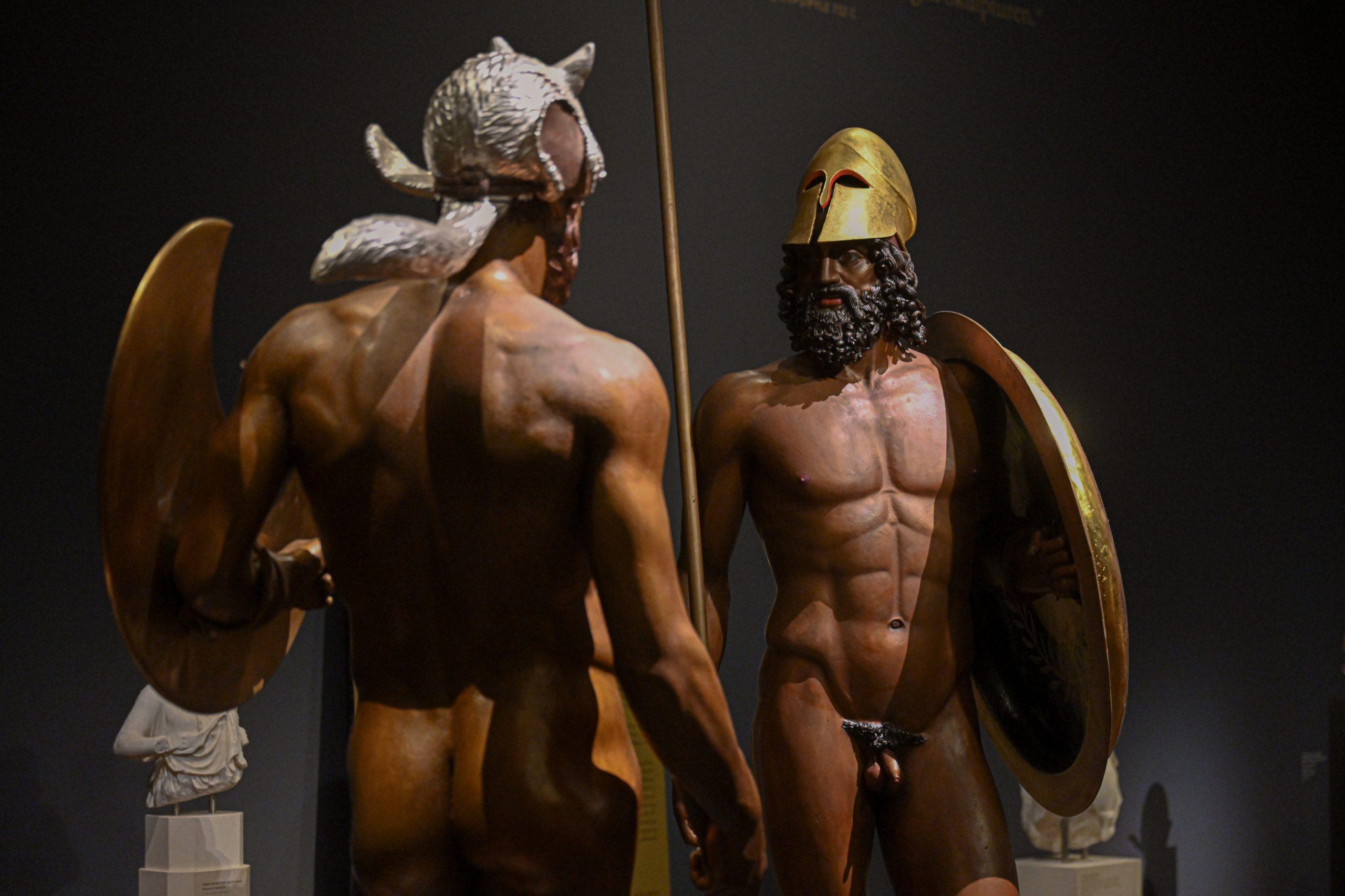 Bronzegruppe aus Riace (mit Goldhelm: Krieger A, Erechtheus, Sohn der Göttin Athena; mit Fuchsfellkapp: Krieger B, Eumolpos, Sohn des Meeresgottes Poseidon).