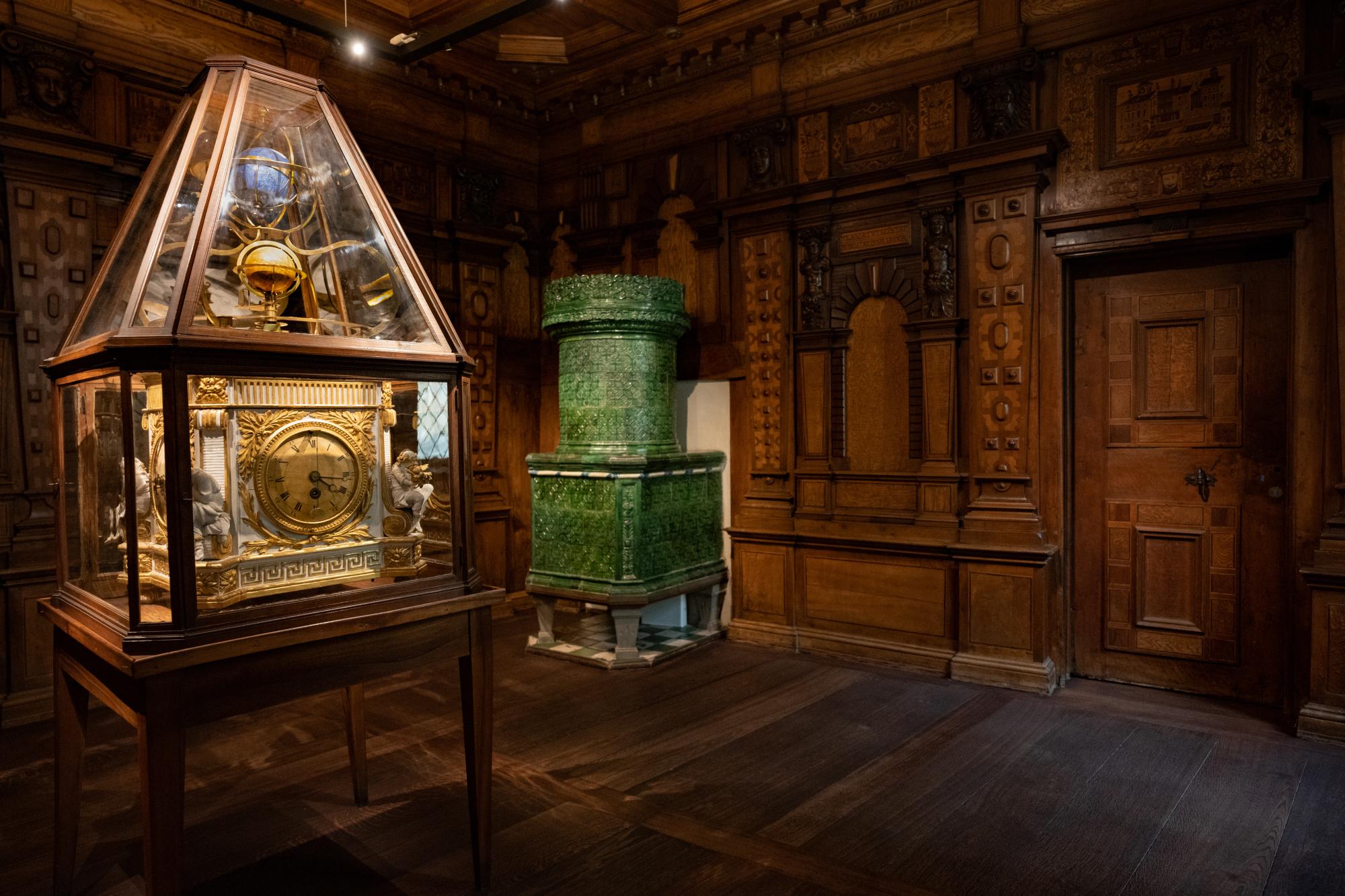 Chiavenna-Zimmer, um 1580, mit Globusuhr, um 1785